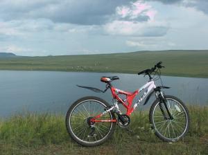 озеро Тус-на горе с великом